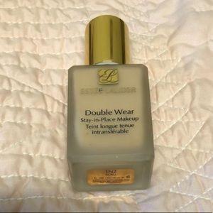 Ester Lauder Double Wear Foundation in Ecru